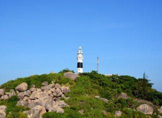 Du lịch Quy Nhơn - Đứng trên ngọn hải đăng du khách được ngắm toàn quanh cảnh biển